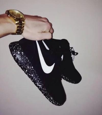 buty nike damskie w kropeczki z czarna podeszwa