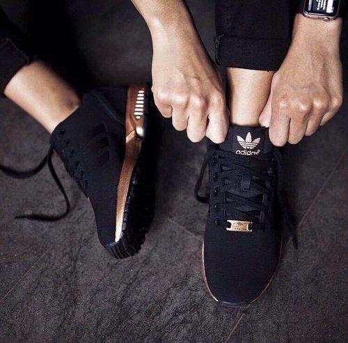 buty adidas czarne ze złota podeszwa