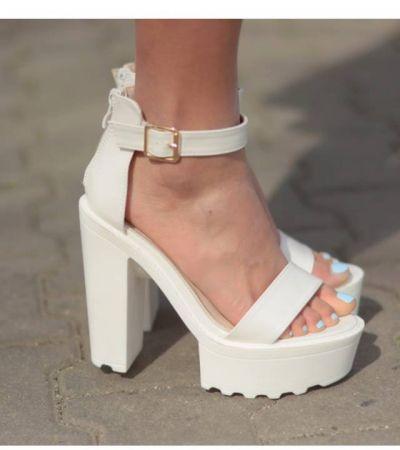 e77db95f0325 Białe sandały - gdzie kupić